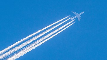 Lowering Airplane Altitude Could Reduce Climate Impact by 59%