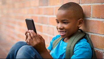 20,000 sign pledge to not give kids smartphones until 8th grade