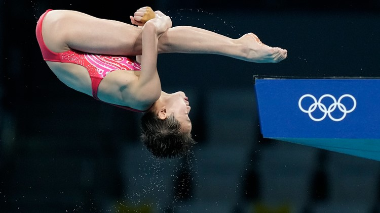 14-year-old scores two perfect dives in women's 10m final