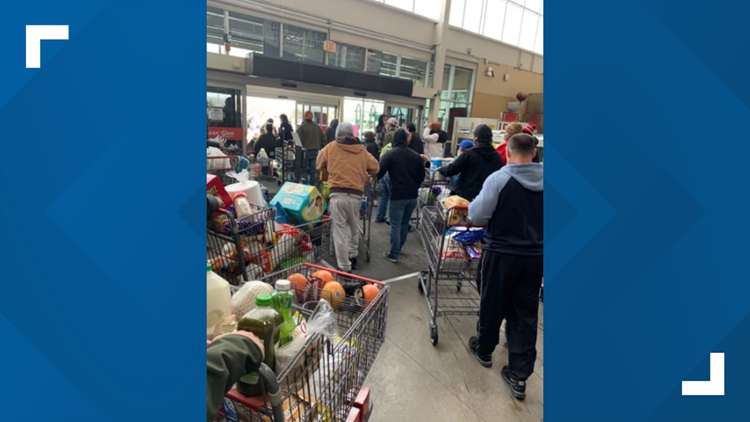Texans helping Texans | H-E-B let customers take free groceries when power went out, Facebook post says