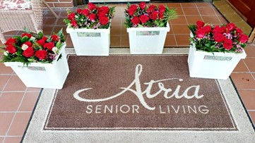 'Thinking of you': Anonymous donor sends flowers to every resident at Texas senior living home