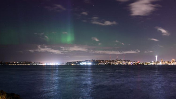 Awesome Aurora: Northern Lights dance above Seattle skyline