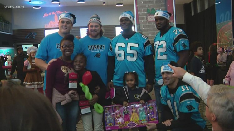 Panthers throw holiday party for hundreds of kids