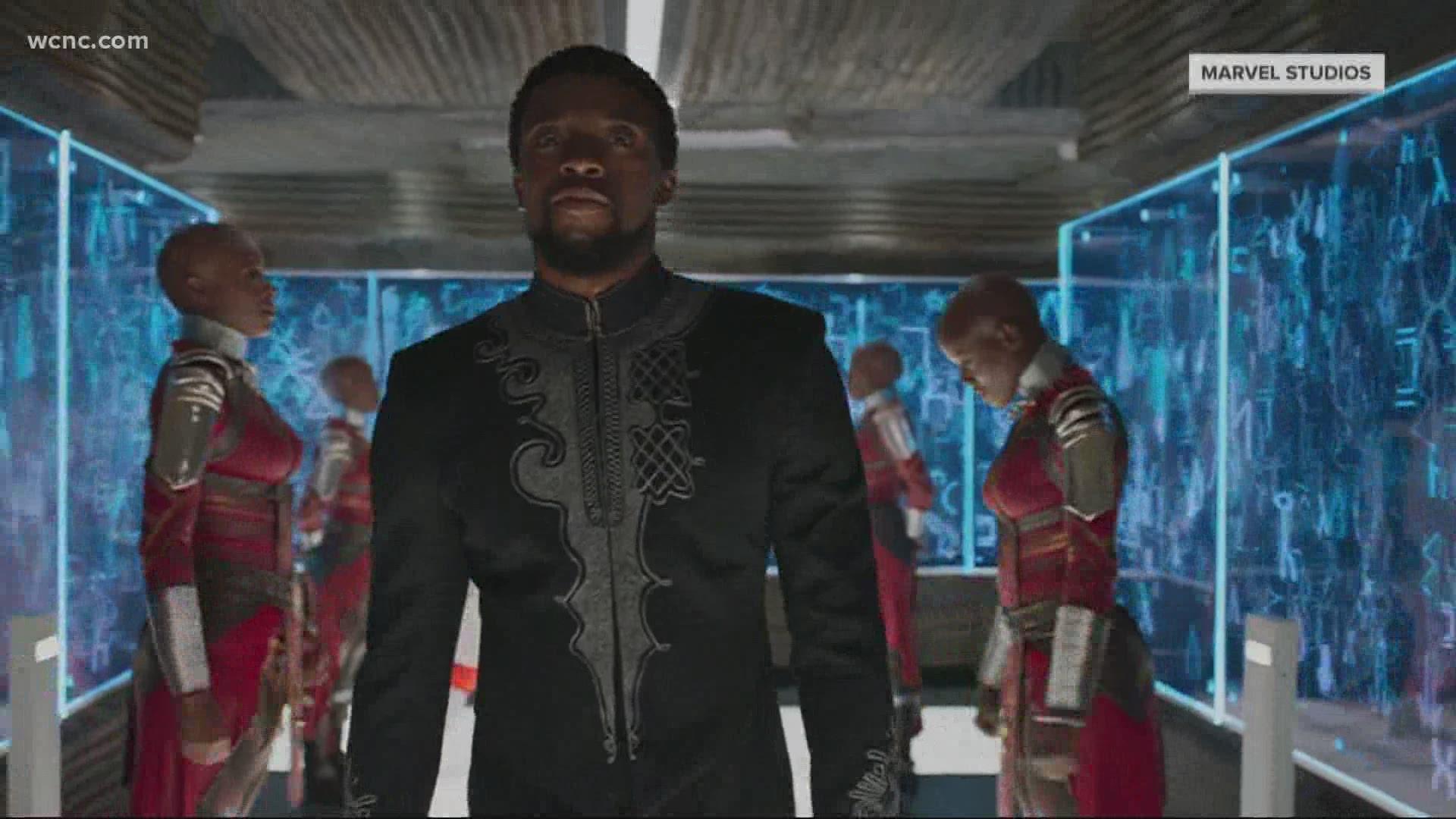 Wallpaper Wakanda Forever Salute