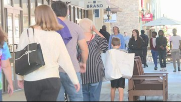 Final rush for holiday shoppers on Christmas Eve