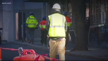 Construction workers brave the cold in the Carolinas