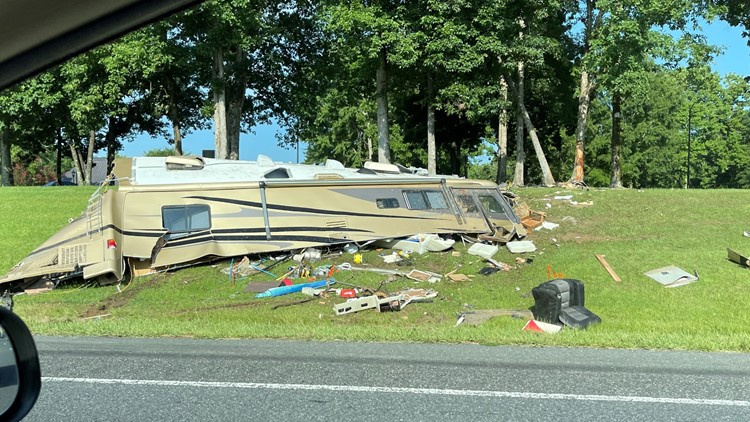 1 killed, another hurt in RV crash on I-77