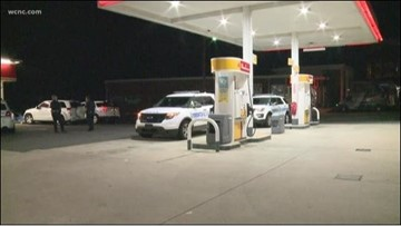 Myers Park convenience store robbed at gunpoint