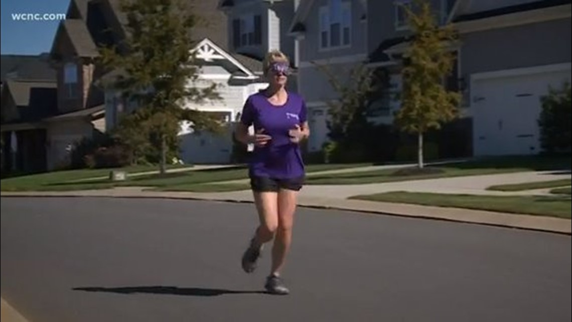 Woman running blindfolded in Charlotte marathon in honor of her sister