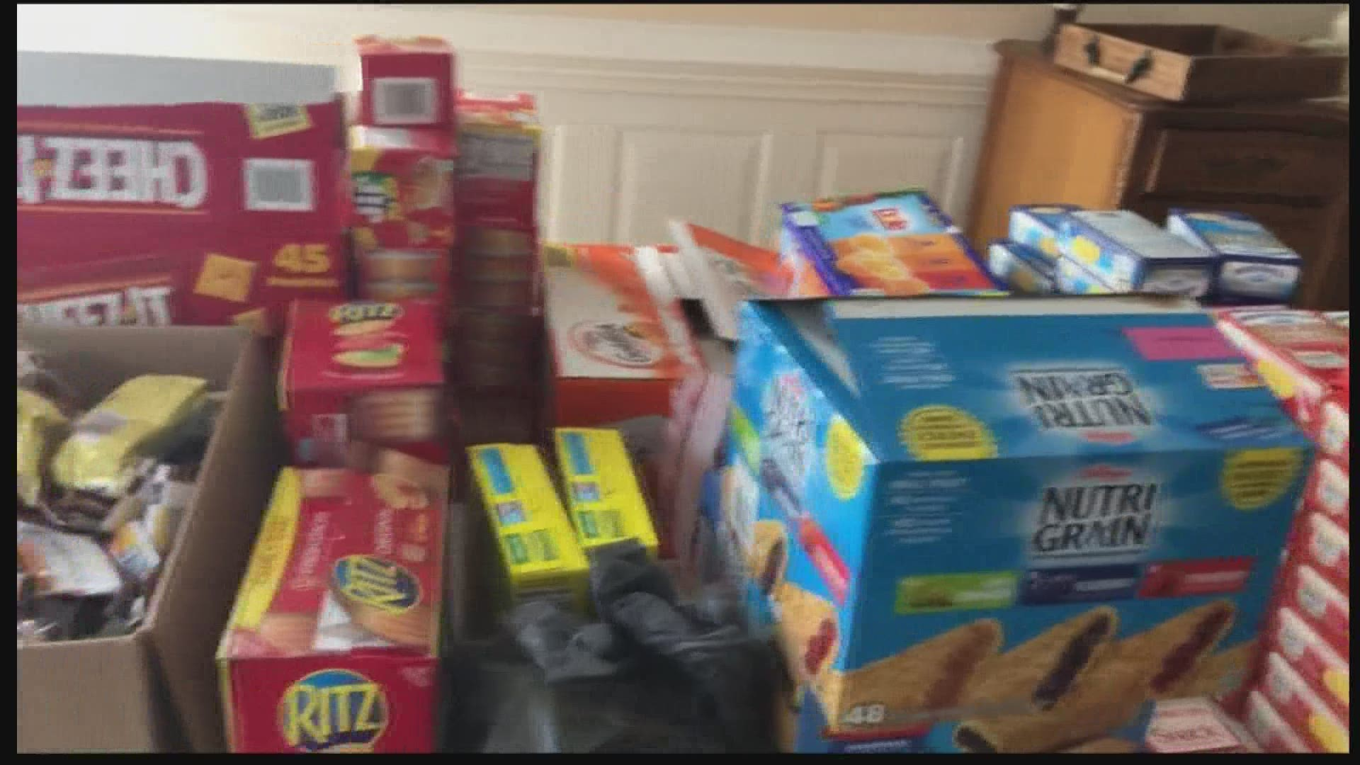 Charlotte Woman Hands Out Gift Bags To Homeless For Christmas Wcnc Com