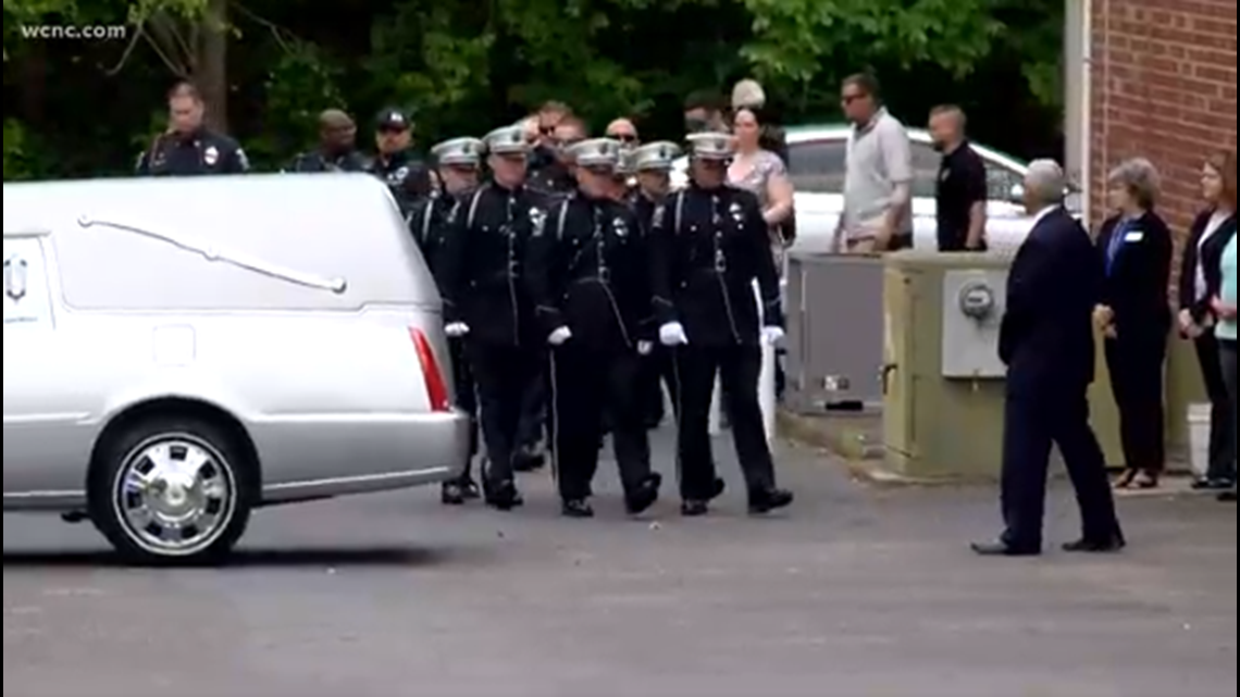 Escorts Charlotte Nc >> Law enforcement escorts fallen K-9 officer to funeral home | wcnc.com