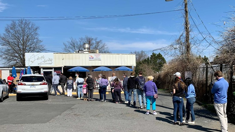 Long line runs down the block for final day at Charlotte's famous Mr. K's