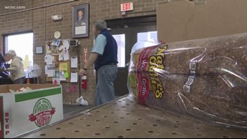 Food banks help federal workers struggling during shutdown