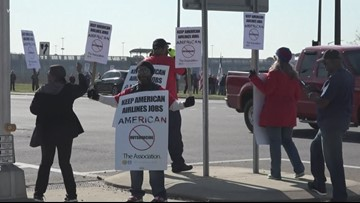 American Airlines employees protest for better contracts