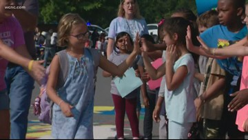 'Go Lexi!' | Police escort 8-year-old cancer survivor back to school