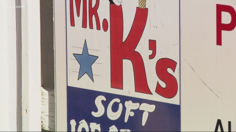 Long line runs down the block for last day at Charlotte's famous Mr. K's