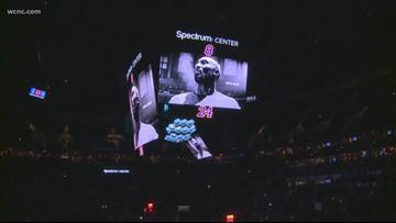 Hornets wear Kobe sleeves in game against Knicks