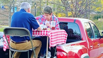 Social distancing dinner photo captures hearts across Charlotte