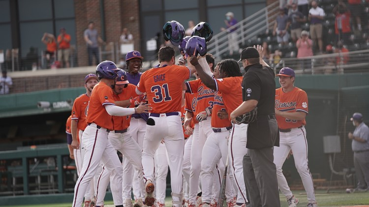 Grice powers Clemson to an 11-3 win over #4 Louisville